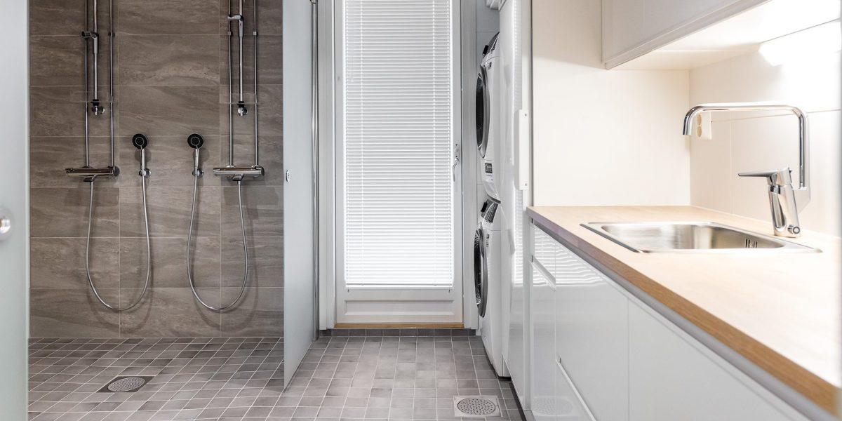 Kylpyhuoneen materiaalit ovat tyylikkäitä ja aikaa kestäviä